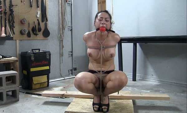 Tied me up and suck me 3