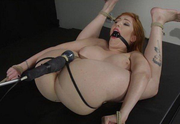 babe-bent-in-half-by-bondage