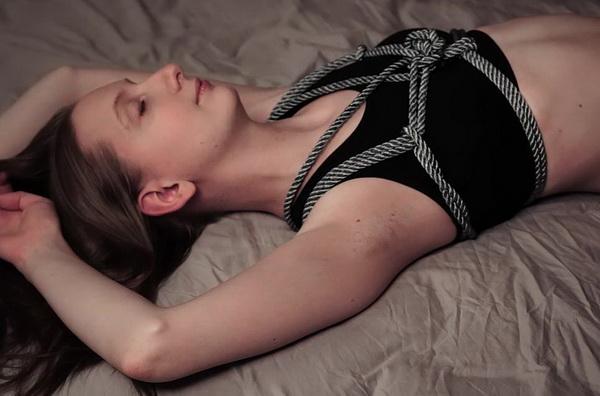 Suspension jute tied legs in lingerie 3